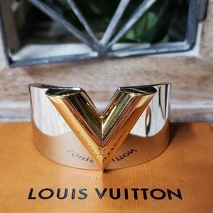 Louis Vuitton Essential V Cuff bracelet